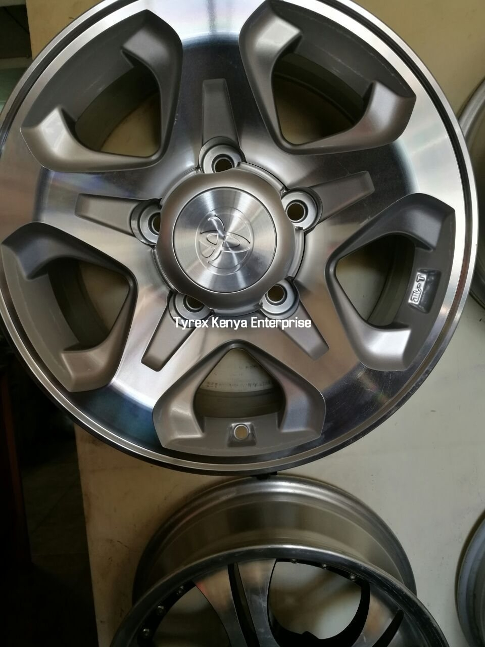 16'' LANDCRUISER SET FOUR ALLOY SPORT RIM 5 holes